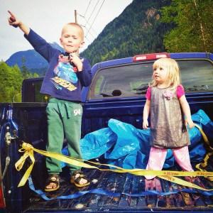toddlers on a roadtrip break