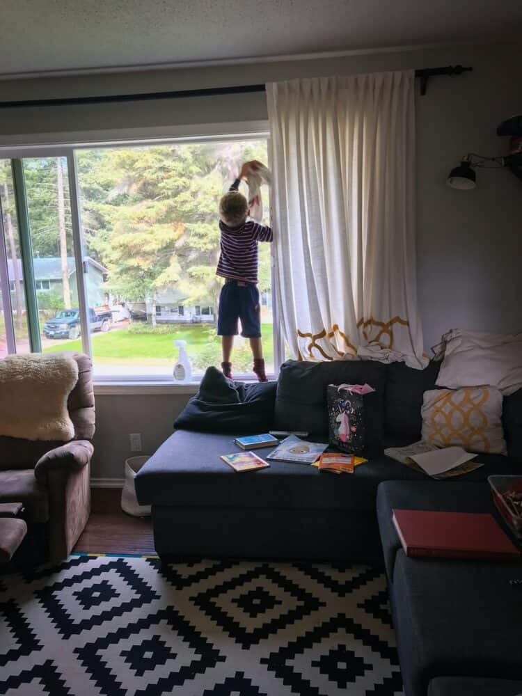 son cleaning windows